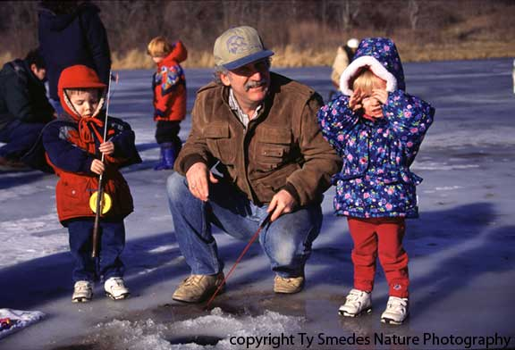 Ice fishing at ft des moines park des moines iowa for Ice fishing iowa
